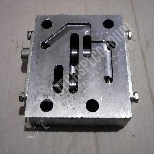 Блок клапанов У35.615-12.140 (Амкодор)